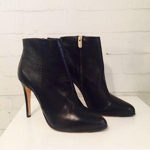 Vero Cuoio black leather stiletto ankle bootie